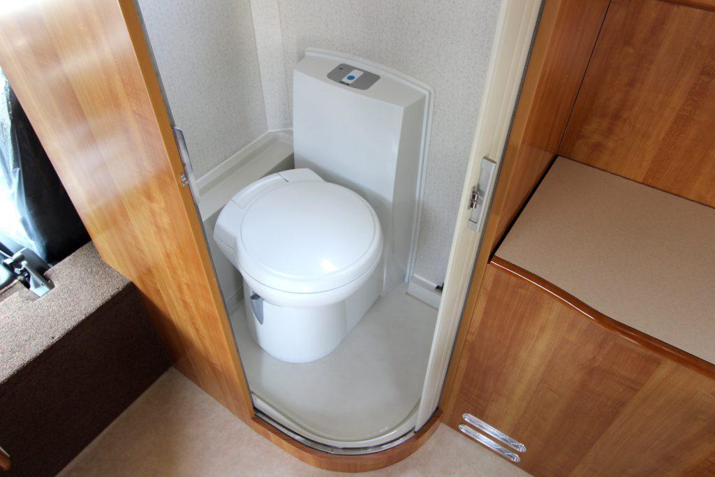 国産キャブコンのトイレルーム