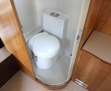 キャンピングカーにトイレって必要?<br>どうやって処理するの?
